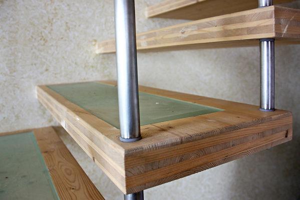 Scala a giorno in legno metallo vetro