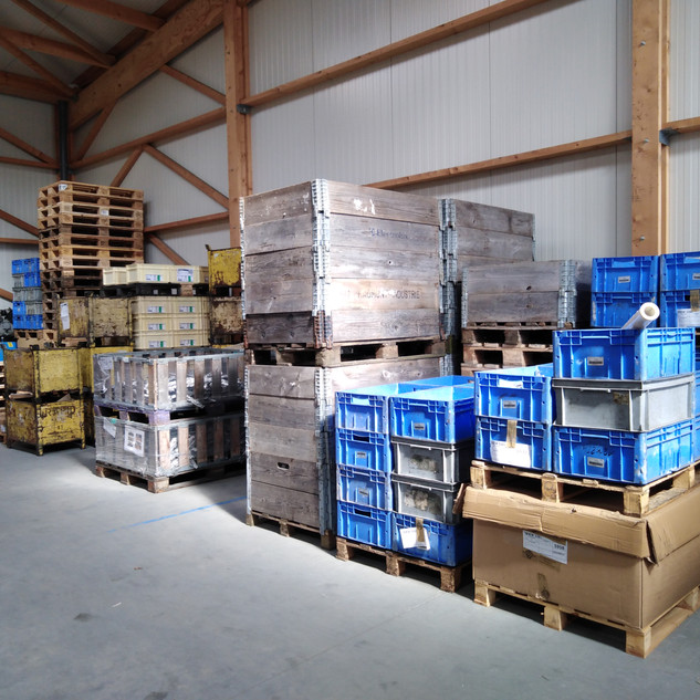 Divers emballages dans la zone de chargement