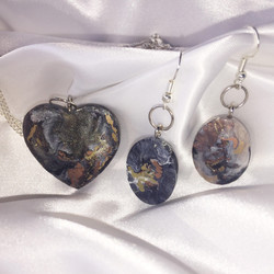 Hand crafted pendant and earring set by Valeries Gallery