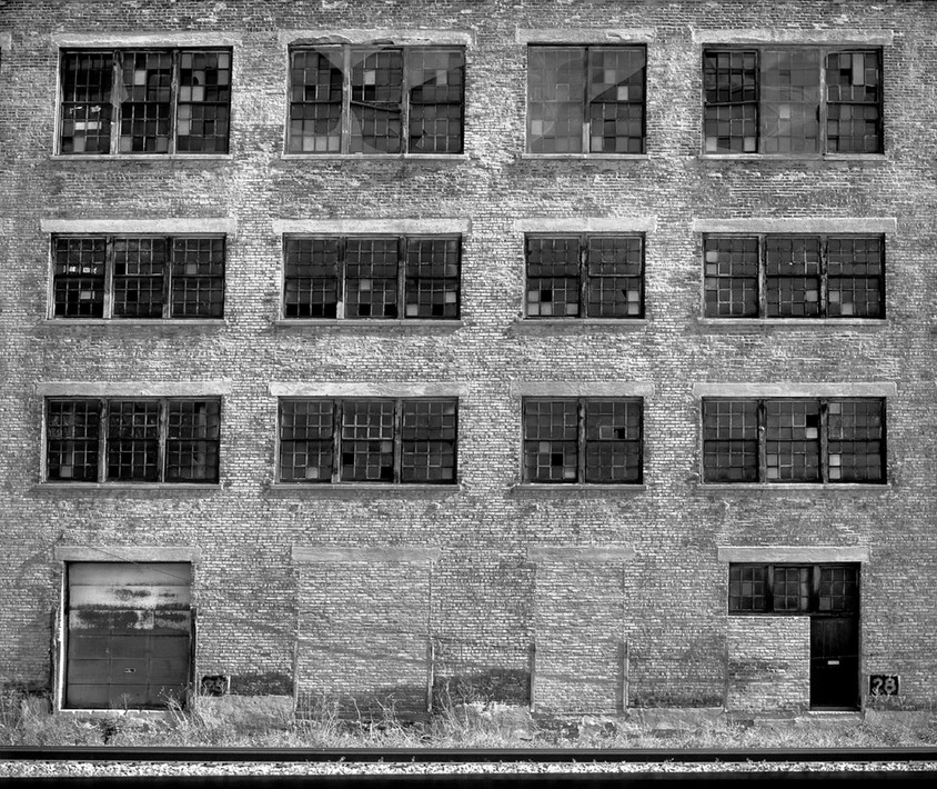 Building 28 W Mt Vernon Ave
