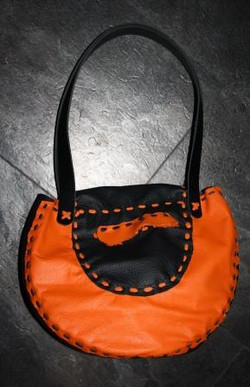Tasche orange hinten