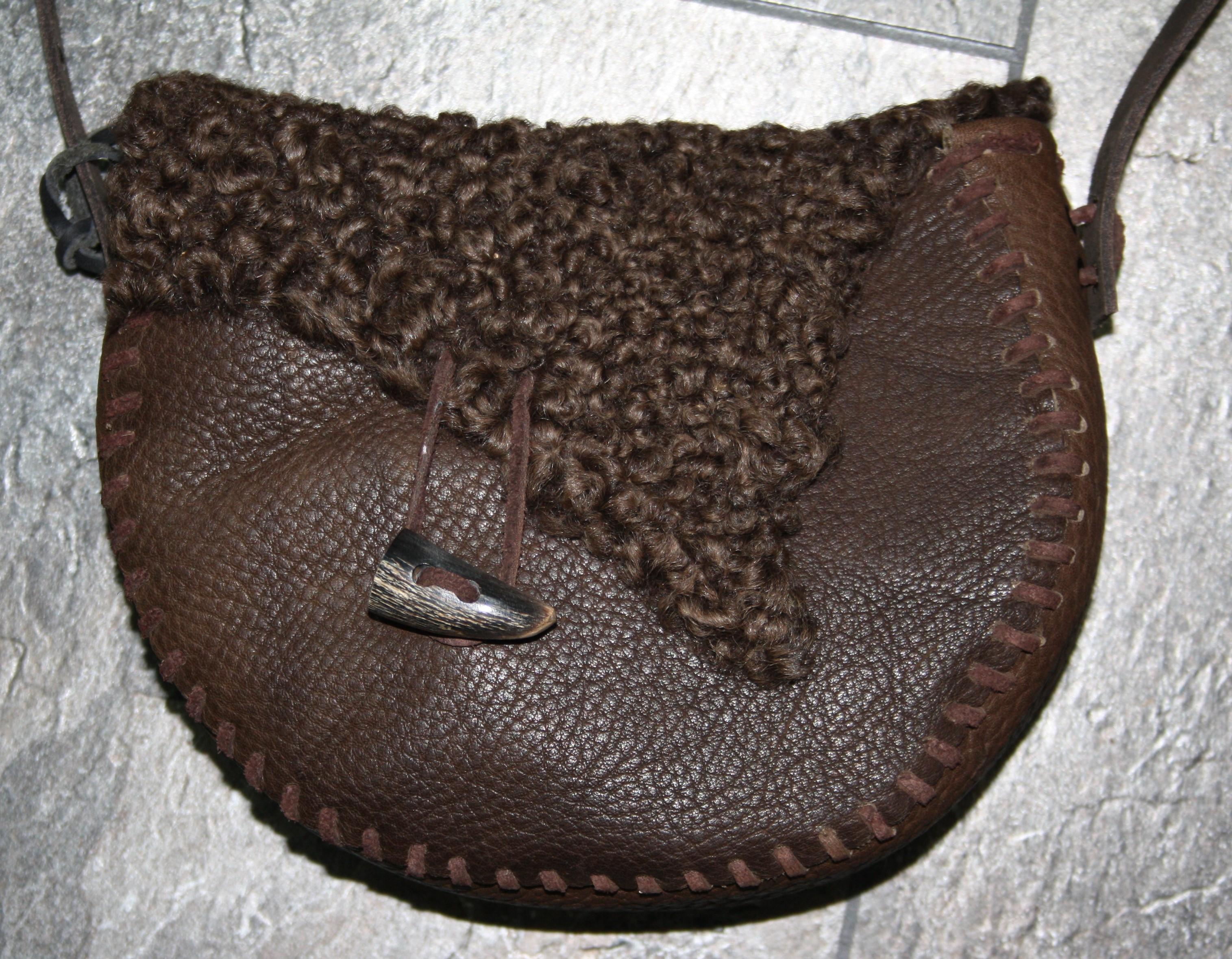 Tasche mit Lammfell