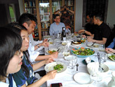 Tapaaminen japanilaisten ja korealaisten kanssa seminaaria edeltävänä iltana