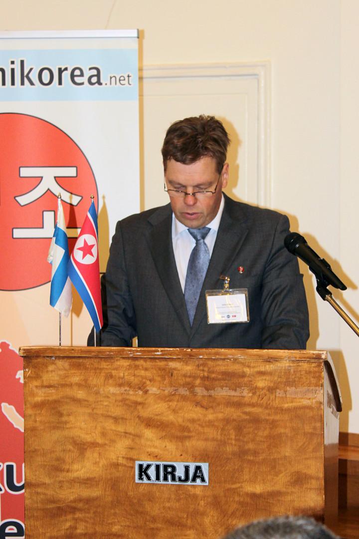 Suomen juche-aatteen opintoyhdistyksen puheenjohtaja ja Suomi-Korea-seuran sihteeri Juha Kieksi