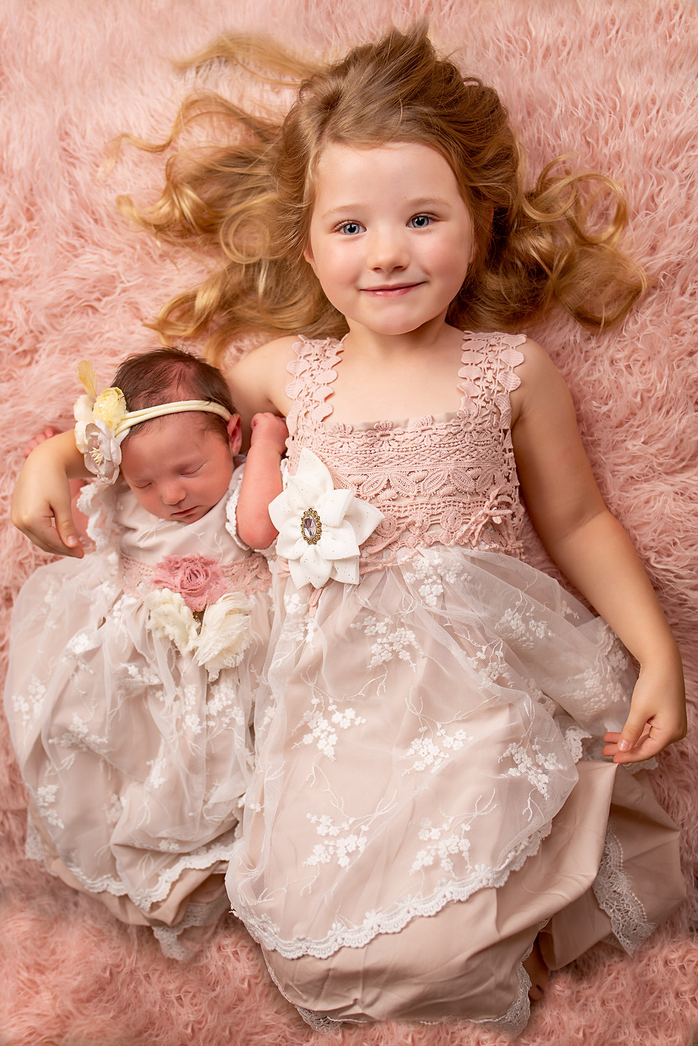 Best newborn photographer in Overland Park specializes in sibling photography