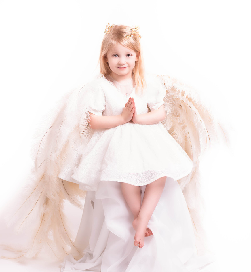 Angelic photo session with wings