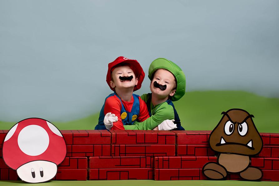 Mario and Luigi hugging