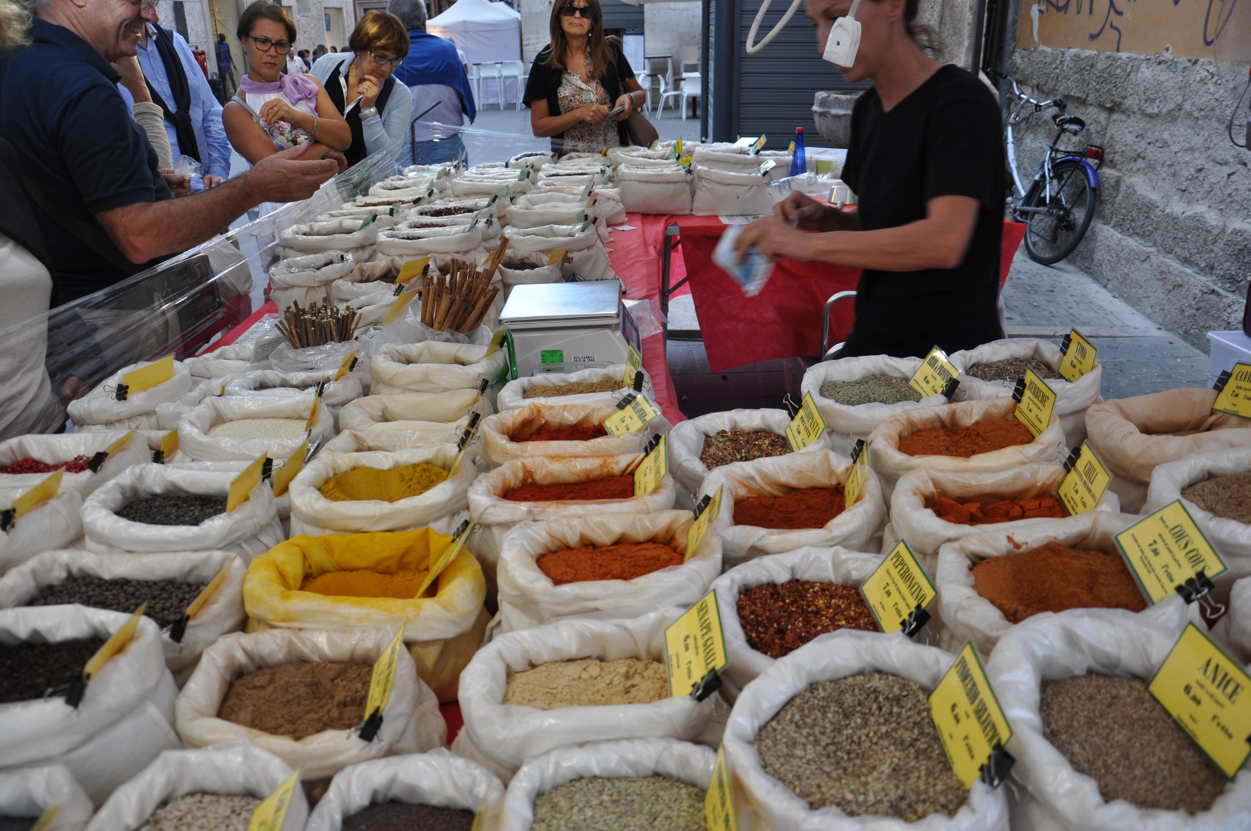 דוכן תבלינים בפסטיבל אוכל