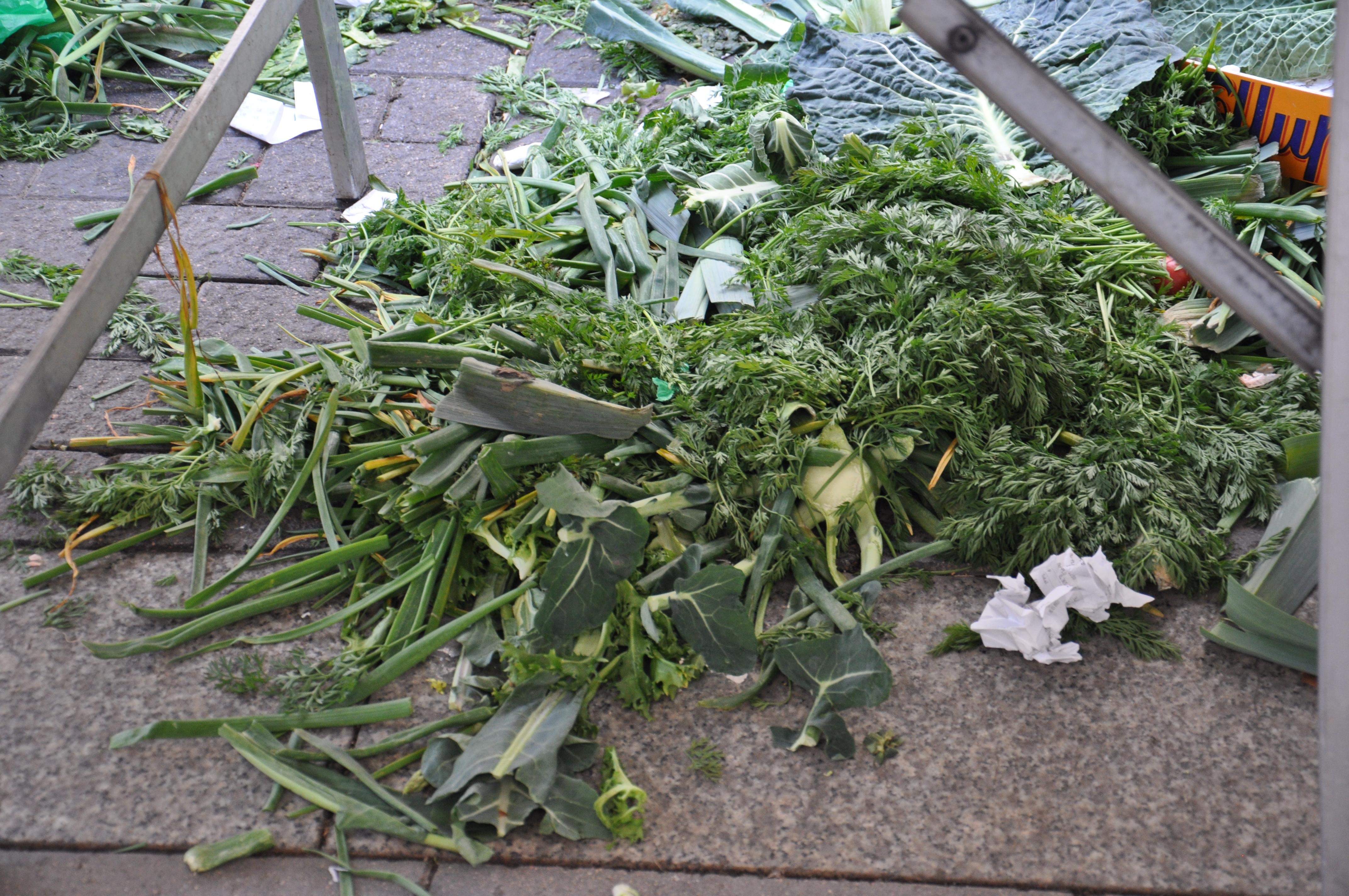market trush זבל ירקות בשוק