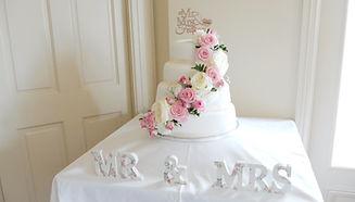 wedding cake at the shireburn arms