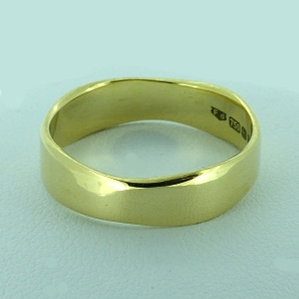 Wany Edge Ring in 18ct Gold - made to order