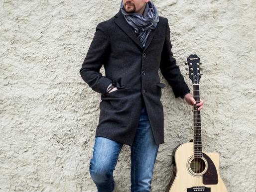 Singer-songwriter Ricky Pera!