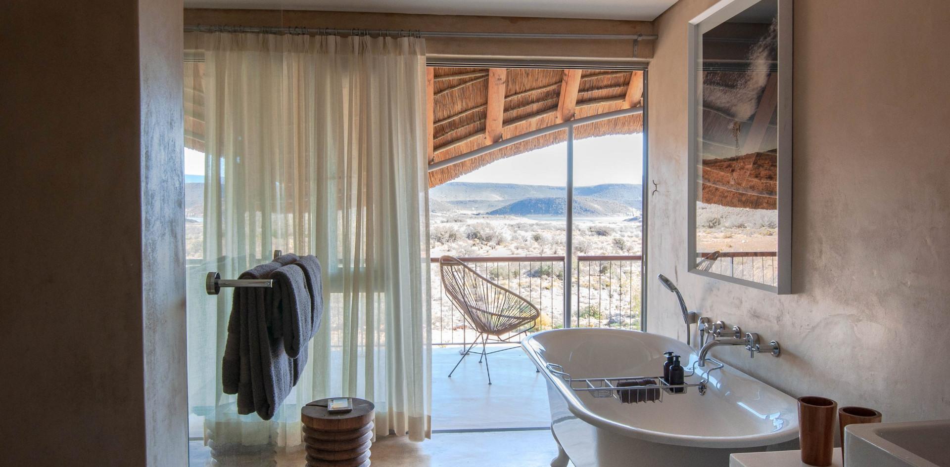 Gondwana-Family-Lodge-Bathroom-scaled.jp