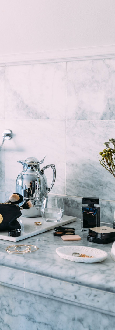 female-bathroom-amenities-2048px-1dx_806