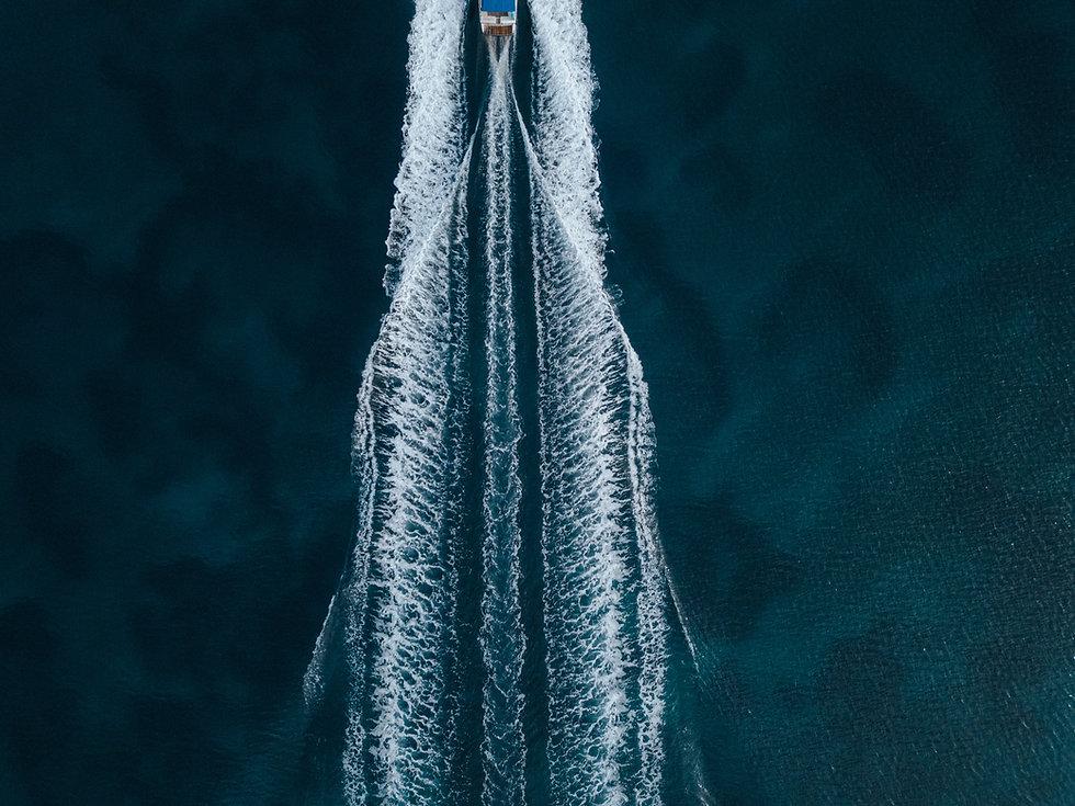 aerial-overhead-shot-motorboat-sailing-f