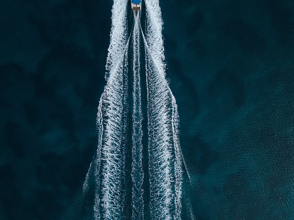 aerial-overhead-shot-motorboat-sailing-f
