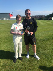 2019 - 1st XI - Frank Lees cup winners - Captain Shaun Smith presents the MOM award