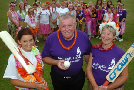 2015 - Kenny Robinson meets the 2 captains before the meningitis charity match