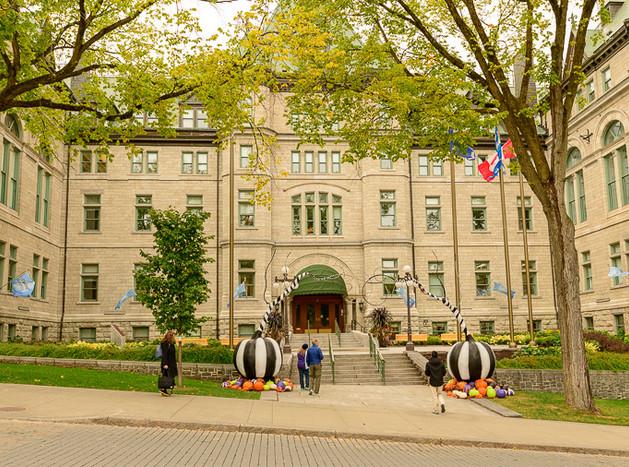 Quebec City City Hall-7446.jpg