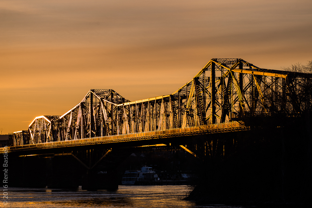 Sunset on Alexandra Bridge