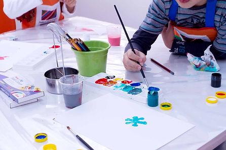 Instituto Caran d'Ache: Aula de Artes para Crianças e Adolescentes em Londrina - pintura