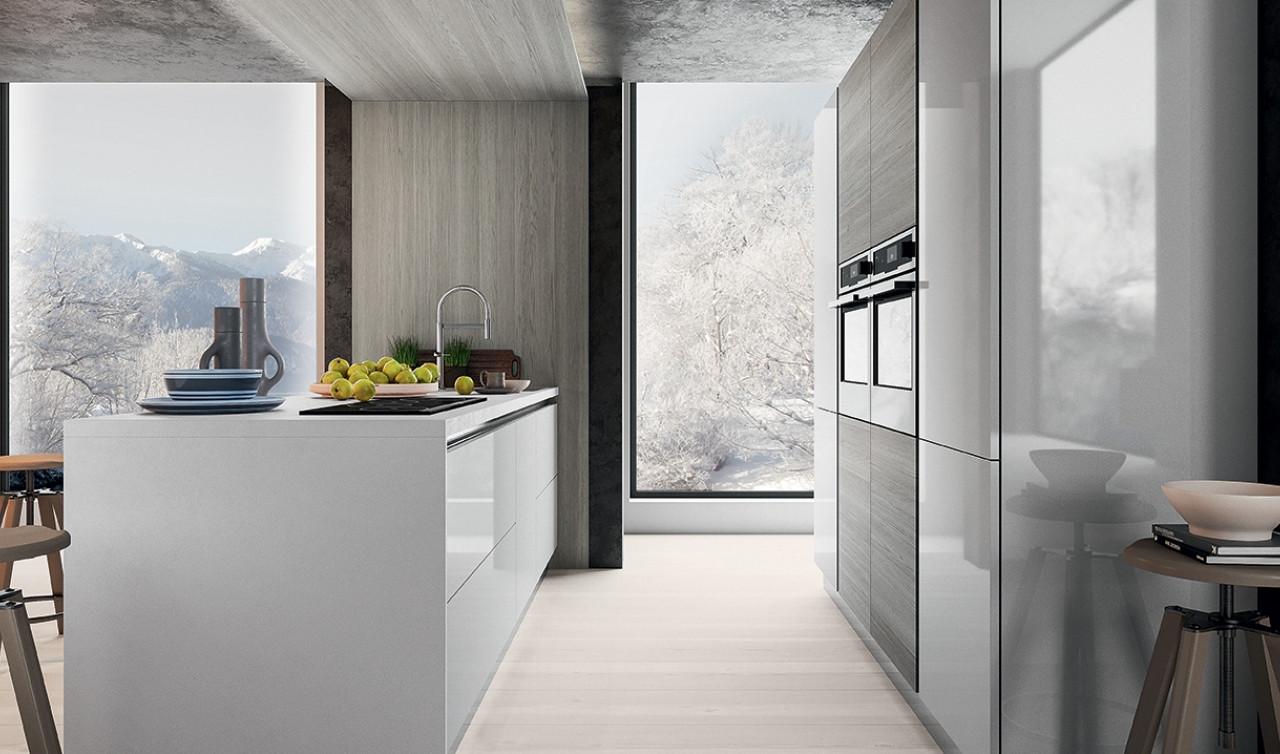 Cucina in laminato con bancone e sgabelli