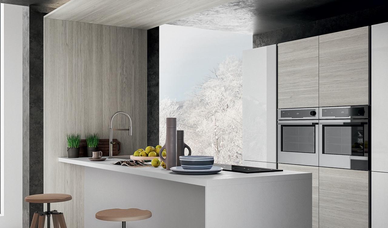 Sgabelli Bancone Cucina : Cucina in laminato con bancone e sgabelli