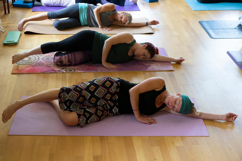 yoga-w6543.jpg