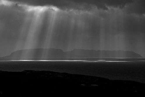 Hebridean Rays, Rum