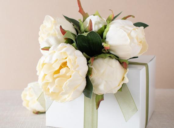 whiteflowerbox.jpg