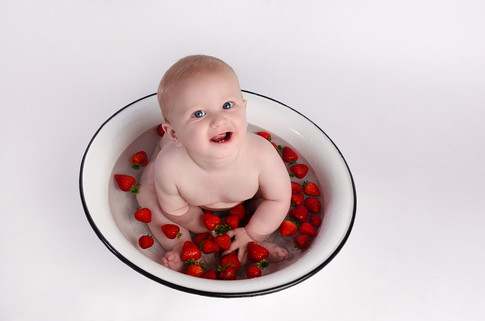 Baby Photography Fruit Bath in Buckingham Caleb