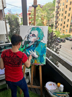 Kicki Edgren, painting on the balcony