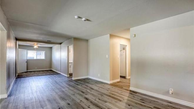 2233 Spruce Living room.jpg