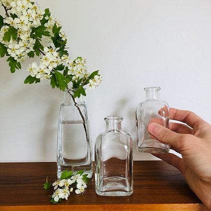 Små blommor vaser