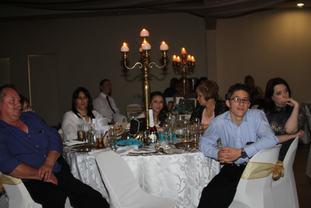 TABLE KENNY & BALA