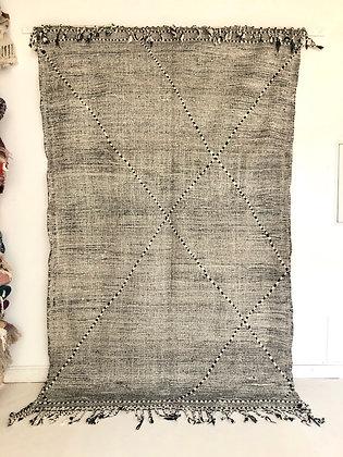 Kilim berbère marocain zanafi noir et blanc 2,89x1,80m