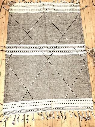Tapis berbère Kilim Zanafi noir et blanc 1,97x1,42m