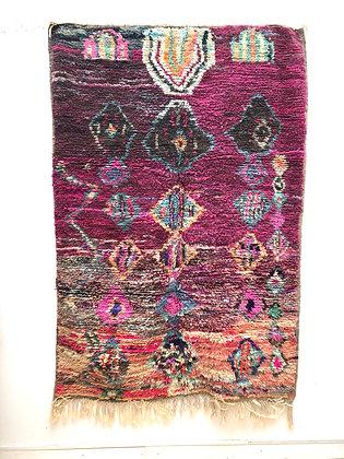 Tapis berbère Boujaad fond prune à motifs colorés 2,22x1,46m