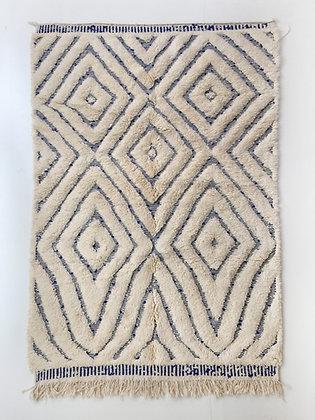 Tapis berbère marocain Beni Ouarain écru à motifs bleu majorelle 2,50x1,62m