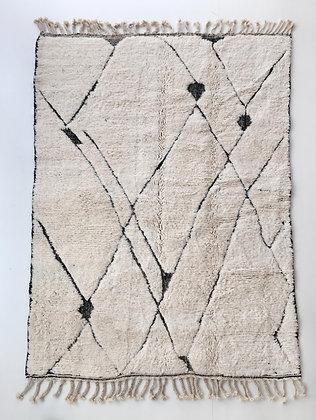Tapis berbère Beni Ouarain écru à lignes noires gravées 2,40x1,61m