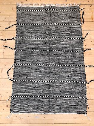 Tapis berbère Kilim Zanafi noir et blanc 1,48x0,96m