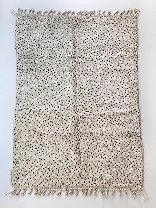 Tapis berbère Beni Ouarain à pois noirs 2,56x1,70m