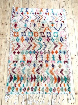 Tapis berbère Boujaad écru à motifs pastels 1,66x1,14m