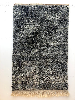 Tapis berbère Beni Ouarain moucheté noir et blanc 1,86x1,21m