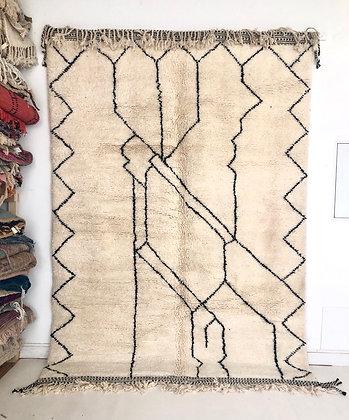 Tapis berbère marocain Beni Ouarain à motifs graphiques noirs 2,96x2,05m