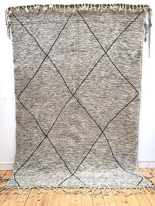 Tapis berbère marocain Kilim Zanafi gris clair chiné à losanges noirs 3,07x2,03m