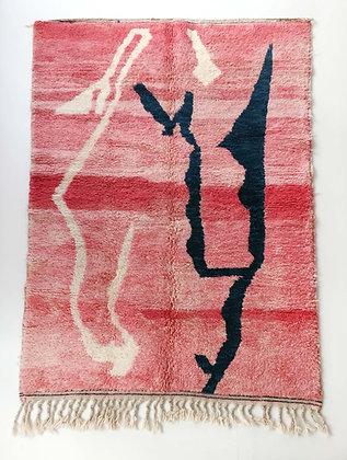 Tapis berbère Beni Ouarain rose à motifs abstraits 2,46x1,61m