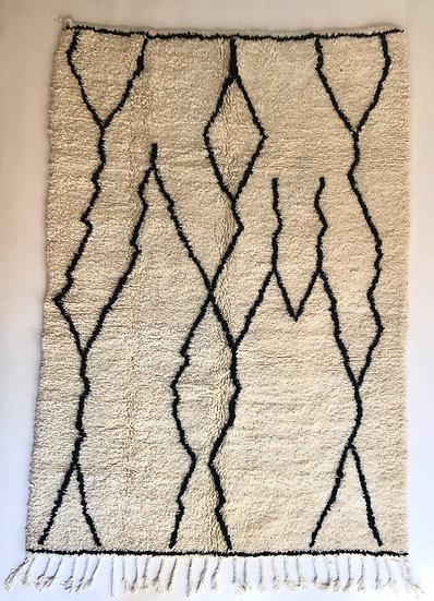Tapis berbère Beni Ouarain à motifs graphiques noirs 2,41x1,69m