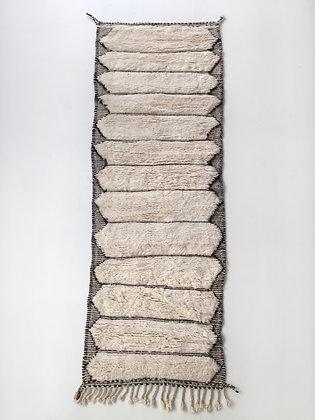 Tapis berbère Beni Ouarain couloir écru à bandes noires gravées 2,93x0,91m