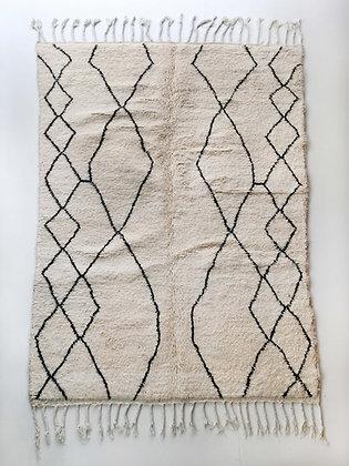 Tapis berbère Beni Ouarain écru à motifs graphiques noirs 2,43x1,67m